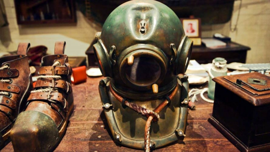 Dive gear like this from the early 1900's made the work more efficient, but stripped the Sea clean within a few decades