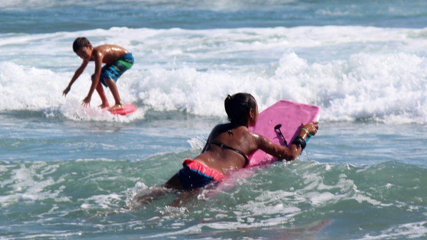 young beginner surfers